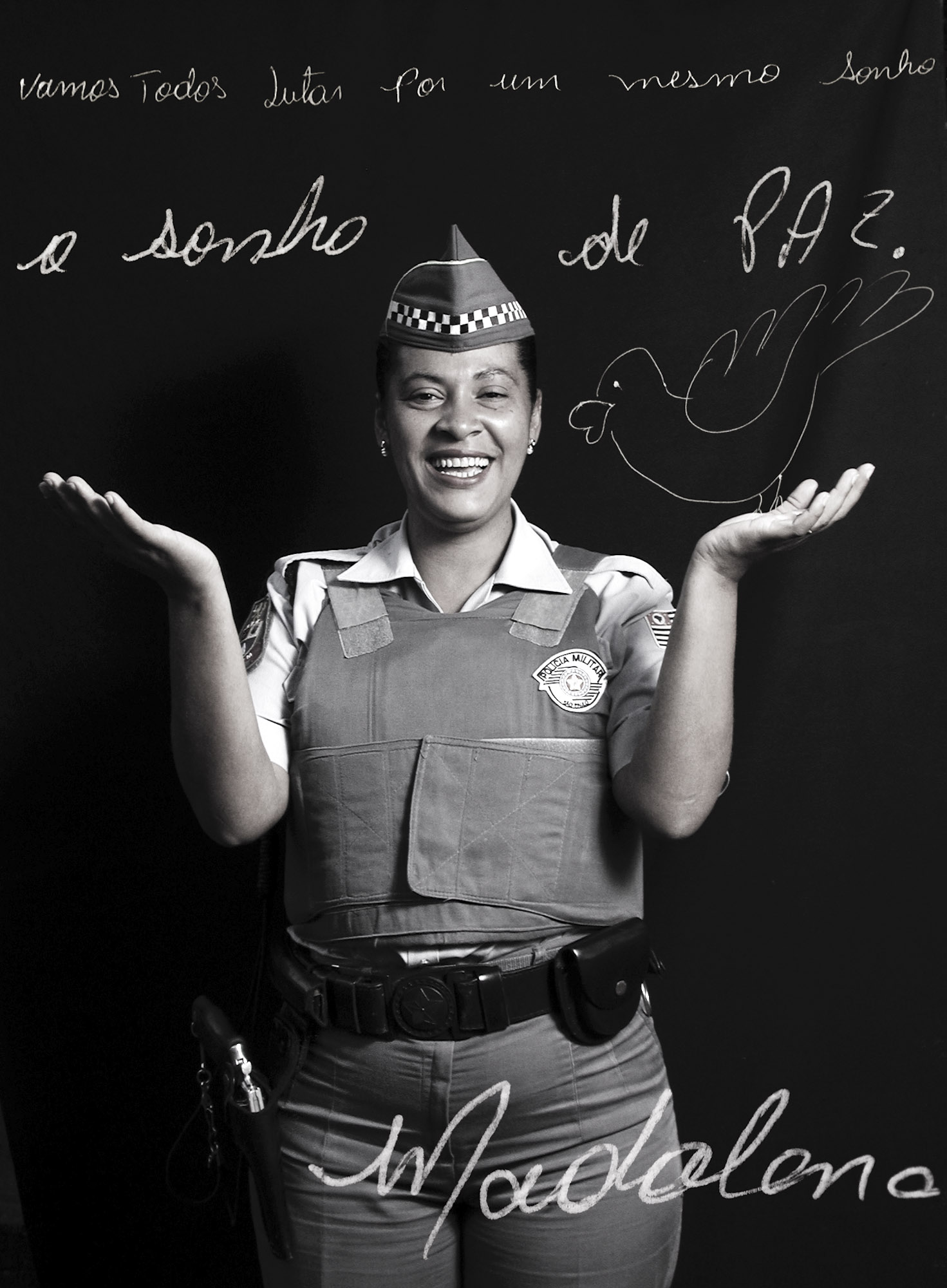 Madalena Dourado de Lima 38 years old, policeman, Praça da República, Sao Paulo, 06/13/2002  Let's all fight for the same dream: the dream of PEACE. Madalena.